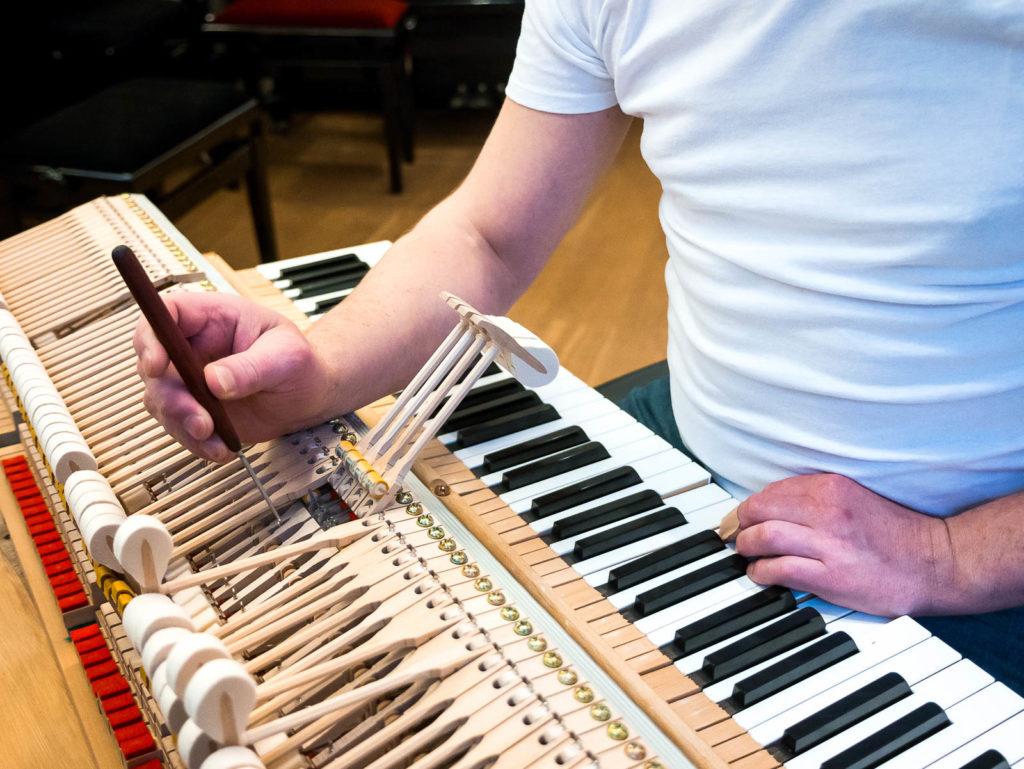 Klavierreparaturen und Klavierwartung René George. Klaviere